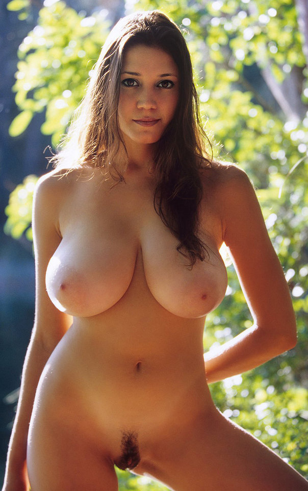 Фото голых женщин с очень большой грудью