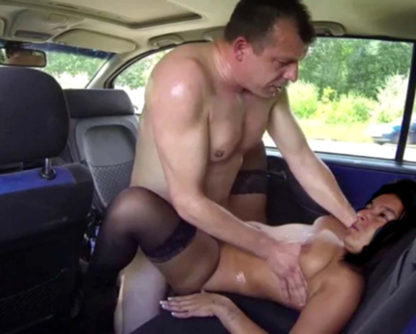 Порно с незнакомцем муж снимает